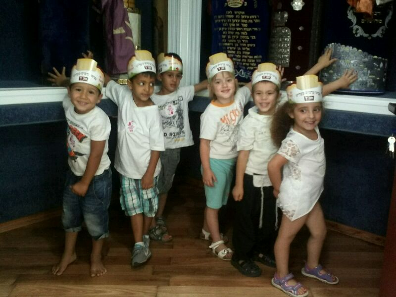 ילדי הגנים מתכוננים לחג השבועות